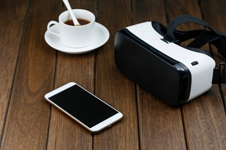 vr-glasses-and-cell-phone-on-wooden-desk_1387-987-1544154234.jpg
